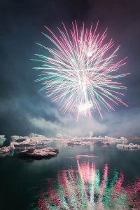 amazing-fireworks-lights-night-sea-Favim.com-254467